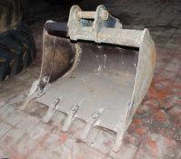 3 ft digging bucket Pin diameter: 45mm Pin width: 170mm Pin centres: 300mm