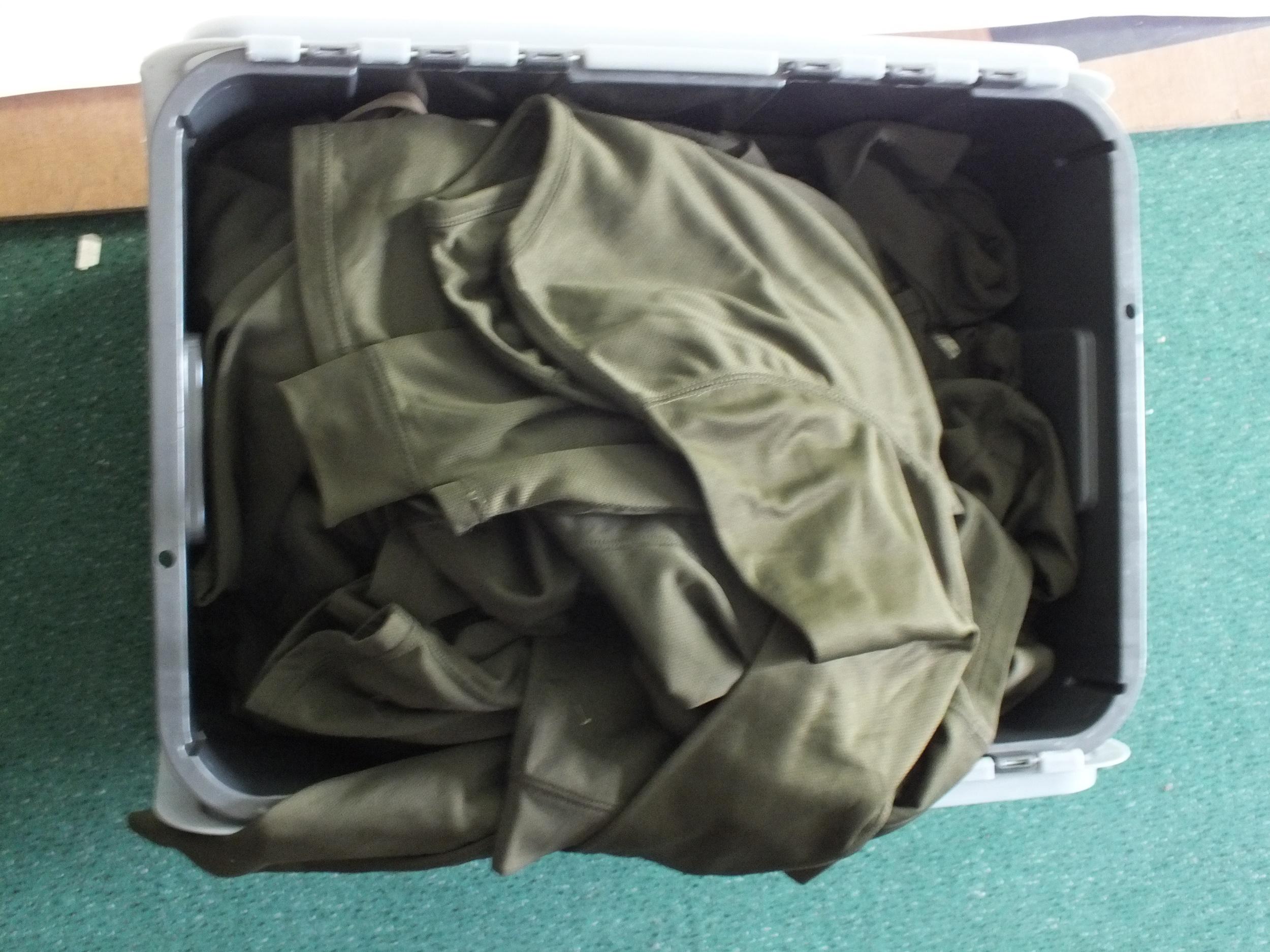 Mixed lot of surplus including a quantity of thermal olive green long-sleeved shirts and leggings - Image 3 of 3
