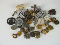 Quantity of military badges, collar studs and buttons