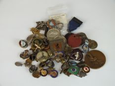 A bag containing a quantity of metal non-military collar studs and badges to include Civil
