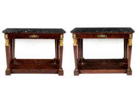 Paar exquisite Mahagoni-Konsolen