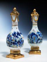 Paar chinesische Vasen mit Louis XVI-Montierung