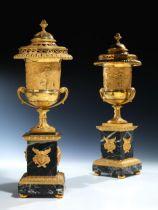 Paar klassizistische Brûle Parfum-Deckelvasen, Pierre Philippe Thomire, 1751 – 1843, zug.
