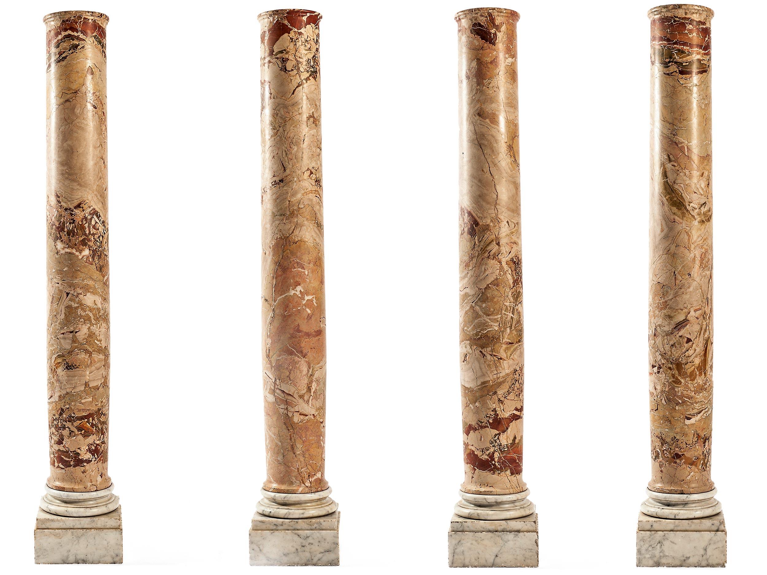 Serie von vier Jaspissäulen