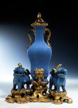 Tischbrunnen für Parfum, in chinesischem Porzellan mit Blauglasur der Qianlong-Periode, 1736 –
