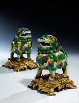 Paar Wucai Fo-Hunde