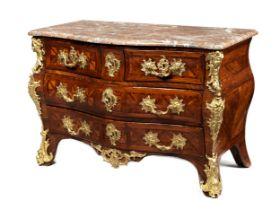 Dreischübige Louis XV-Kommode mit Marmorplatte