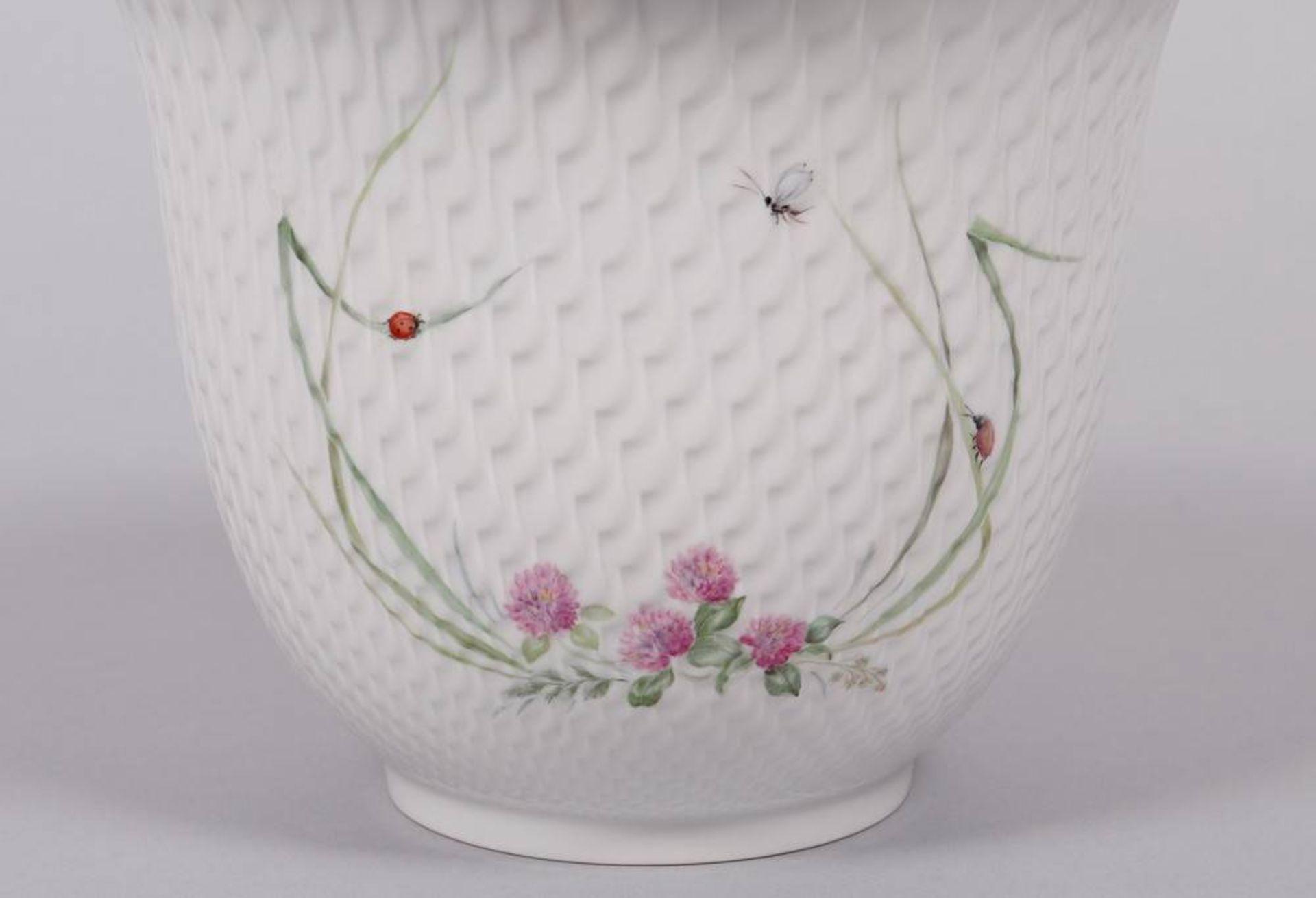 """Cachepot, Meissen, Entwurf Sabine Wachs um 1995, Dekor """"Waldflora mit Insekten"""" - Image 2 of 4"""