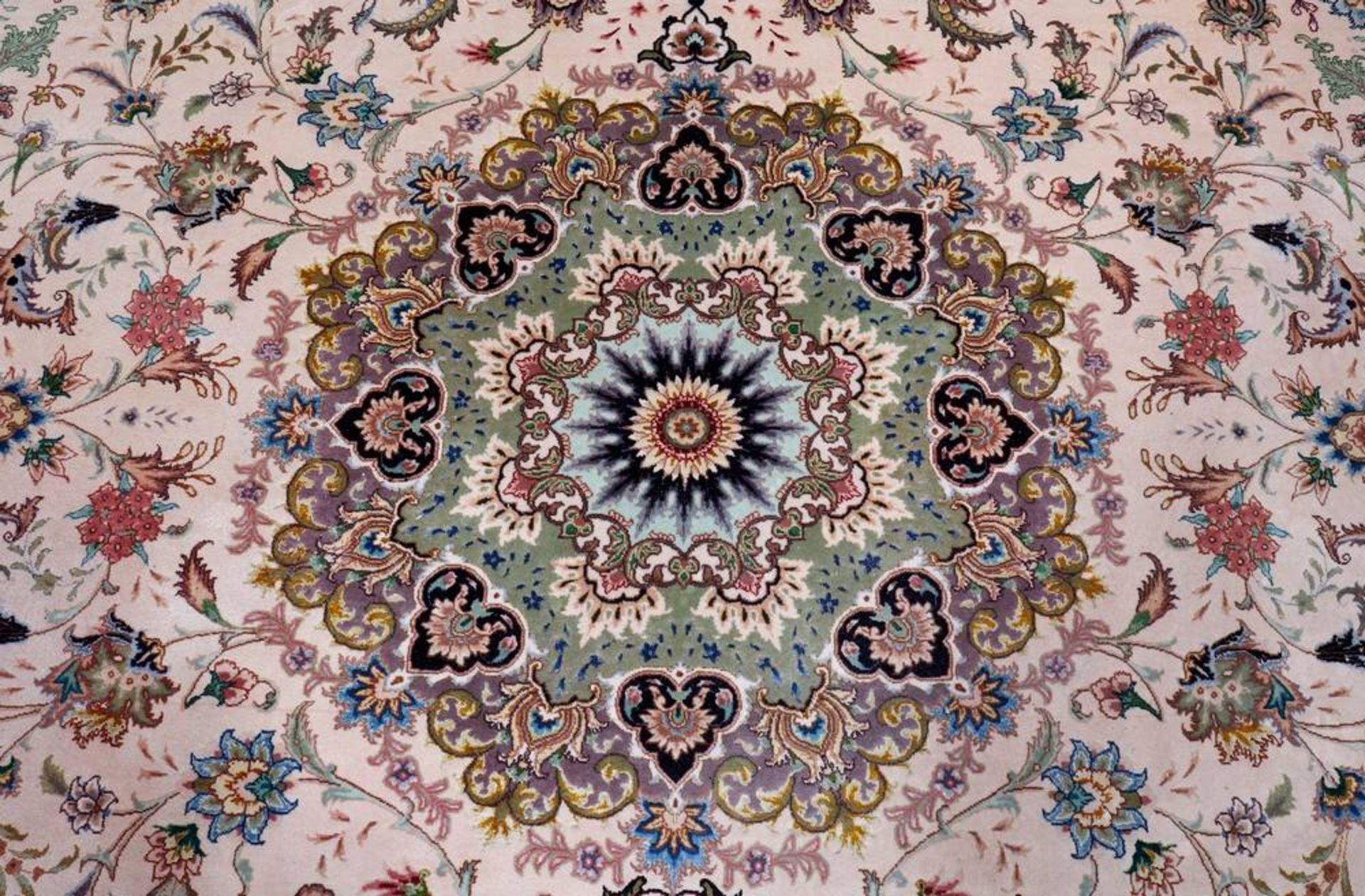 Teppich, Täbriz, Persien, Korkwolle mit Seide auf Baumwolle - Image 2 of 3