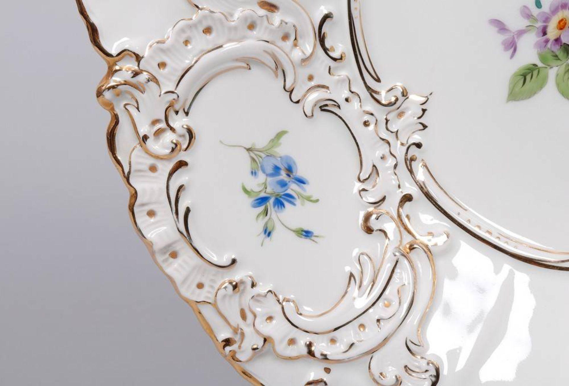"""Prunkteller, Meissen, Dekor """"Deutsche Blume"""", 2.H. 20.Jh. - Bild 3 aus 4"""