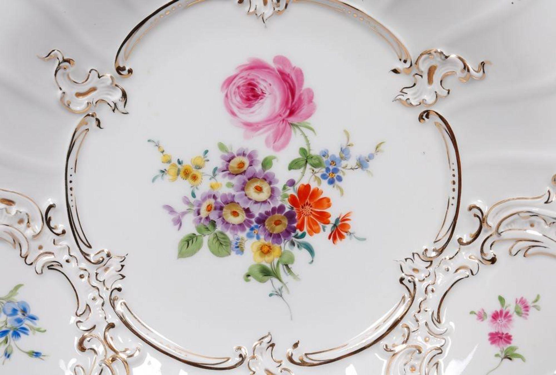 """Prunkteller, Meissen, Dekor """"Deutsche Blume"""", 2.H. 20.Jh. - Image 2 of 4"""