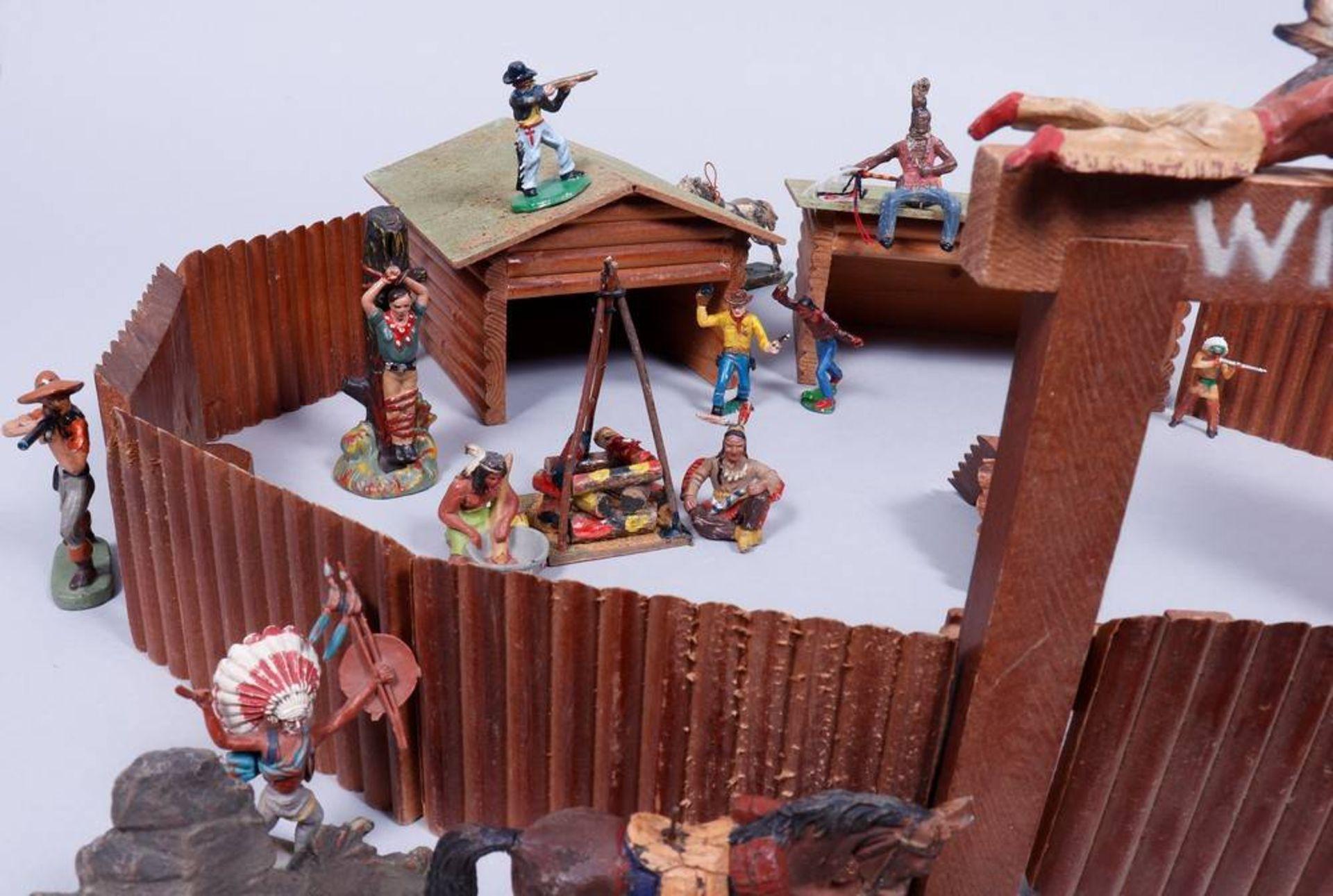 Western-Fort mit Figuren, Elastolin, Leyla u.a., um 1950/60 - Bild 5 aus 5
