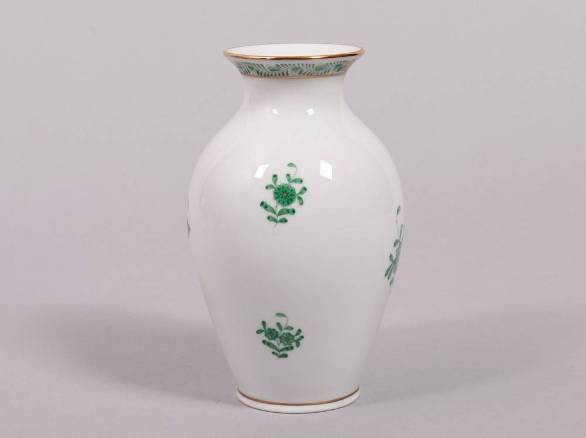 """Small vase, Herend, Hungary, 20th C., """"Apponyi green"""" decor - Image 2 of 3"""