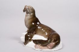 Large sea lion on natural base, designed in 1903 by Otto Jarl for Meissen, manufactured ca. 1905/10