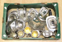 A collection of silver plate / EPNS / EP to include various hor d'oeuvres dishes, further dishes,