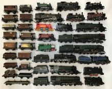 Railway: A collection of assorted OO gauge locomotives and rolling stock. All in used condition,