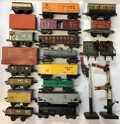 Railway: A collection of assorted Hornby and Marx O gauge railway wagons and coaches along with