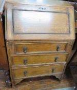 An oak bureau of small proportions. 60 cm wide.