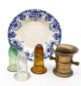 A brass mortar; three glass posy holders / liners; and a blue and white plate (5)