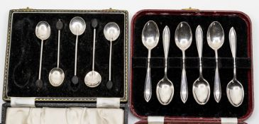 A parcel of mixed silver hollow and flatwares, to include a cream jug, a pierced silver mustard