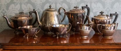A parcel of assorted plated hollowwares, to include a four piece teaset, a three piece stop-fluted