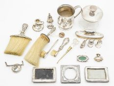Assorted silver, to include a George V baluster mug, Sheffield 1934, dressing table silver, two