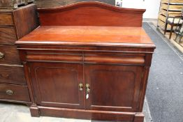 An early Victorian mahogany chiffonier, splash back, fitted with two frieze drawers over two