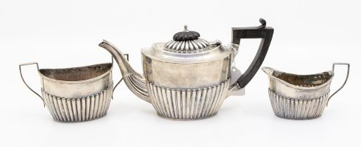 A late Victorian three piece silver teaset, Birmingham, 1897, total gross weight 12.9 ozt