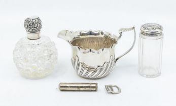 A late Victorian silver cream jug with leaf scroll handle, London, 1895, maker's mark CE, 5.10 ozt