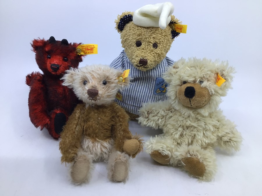 Steiff: A collection of four assorted yellow tag Steiff bears to comprise: 028595; 039775; 012884;