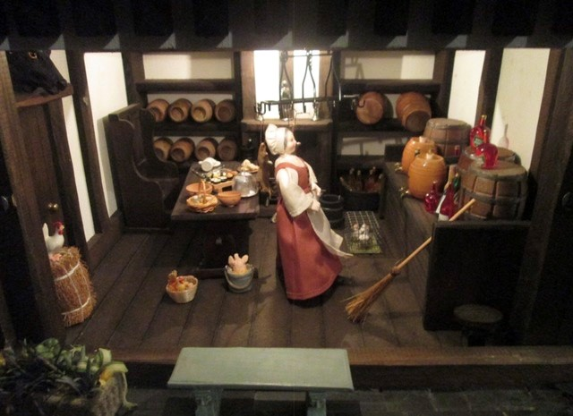 Dolls House: A quality Dolls House built by the renowned Robert Stubbs. This model is the three - Image 7 of 7