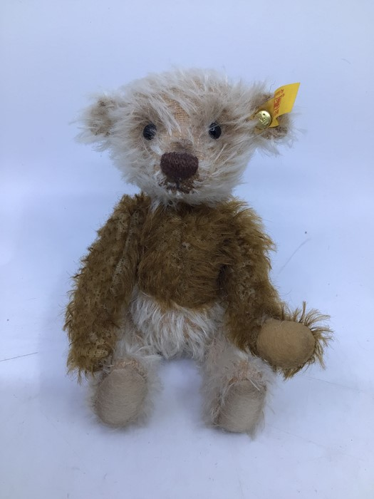 Steiff: A collection of four assorted yellow tag Steiff bears to comprise: 028595; 039775; 012884; - Image 4 of 5