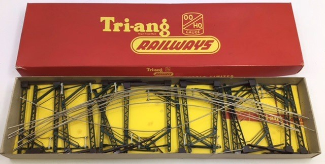 Hornby: A collection of Triang Hornby railway to include: R.351 Co-Co class EN2 electric - Image 6 of 7