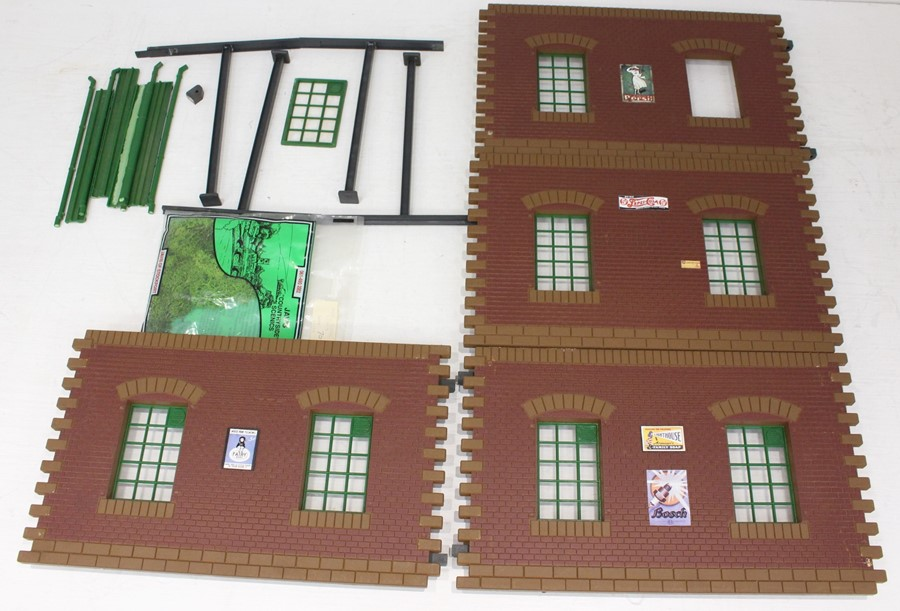 Pola: A boxed Pola, G Gauge, Double Loco Shed, No. 911, contents unchecked for completeness, but - Image 2 of 2