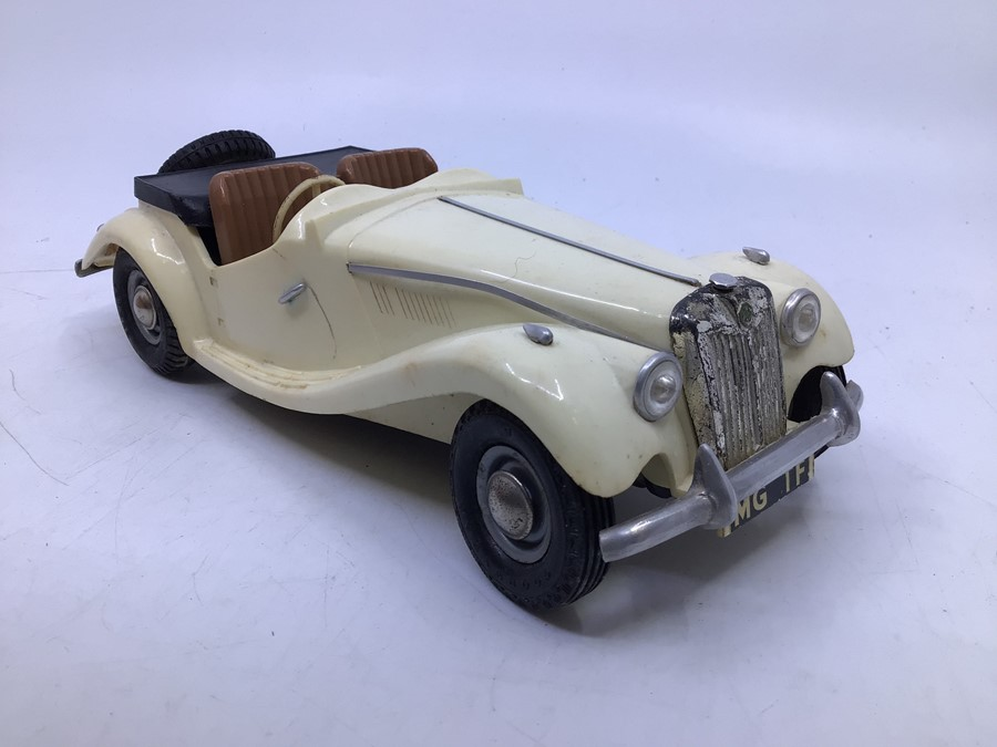 Victory: A boxed Victory Industries, Surrey, battery operated, 1:18 Scale, MG Series TF, ivory white - Image 5 of 7