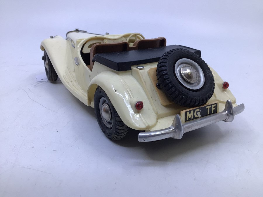 Victory: A boxed Victory Industries, Surrey, battery operated, 1:18 Scale, MG Series TF, ivory white - Image 6 of 7