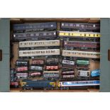 Model Railway: A collection of assorted unboxed OO gauge to include: two Lima diesel locomotives,