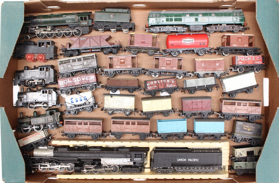 Model Railway: A collection of assorted OO gauge locomotives and rolling stock, all unboxed, in