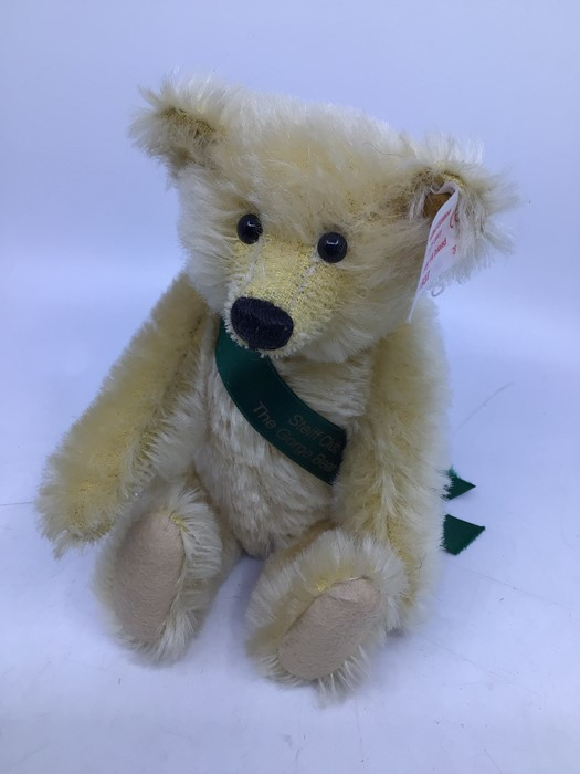 Steiff: A collection of three unboxed Steiff bears to comprise: Teddybear 1924 Replica, 651/924 - Image 4 of 4
