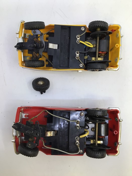 VIP Model Roadways: A pair of unboxed VIP Model Roadways, Austin A40 vehicles, one in red, the other - Image 4 of 4