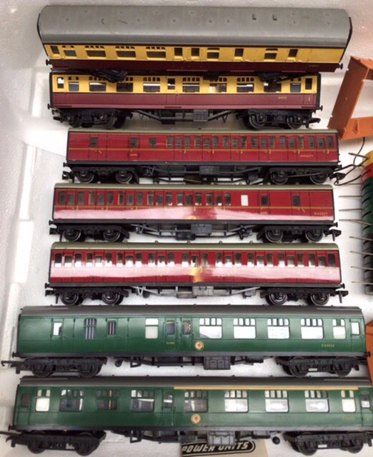 Hornby: A collection of Triang Hornby railway to include: R.351 Co-Co class EN2 electric - Image 3 of 7