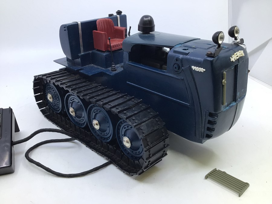 Victory: A boxed Victory Industries, Surrey, remote controlled, battery operated, 1:16 Scale, - Image 2 of 6