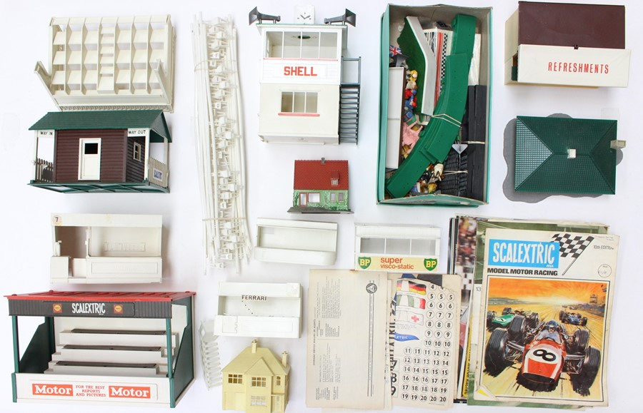 Scalextric: A collection of assorted Scalextric items to include various boxed and unboxed - Image 4 of 4