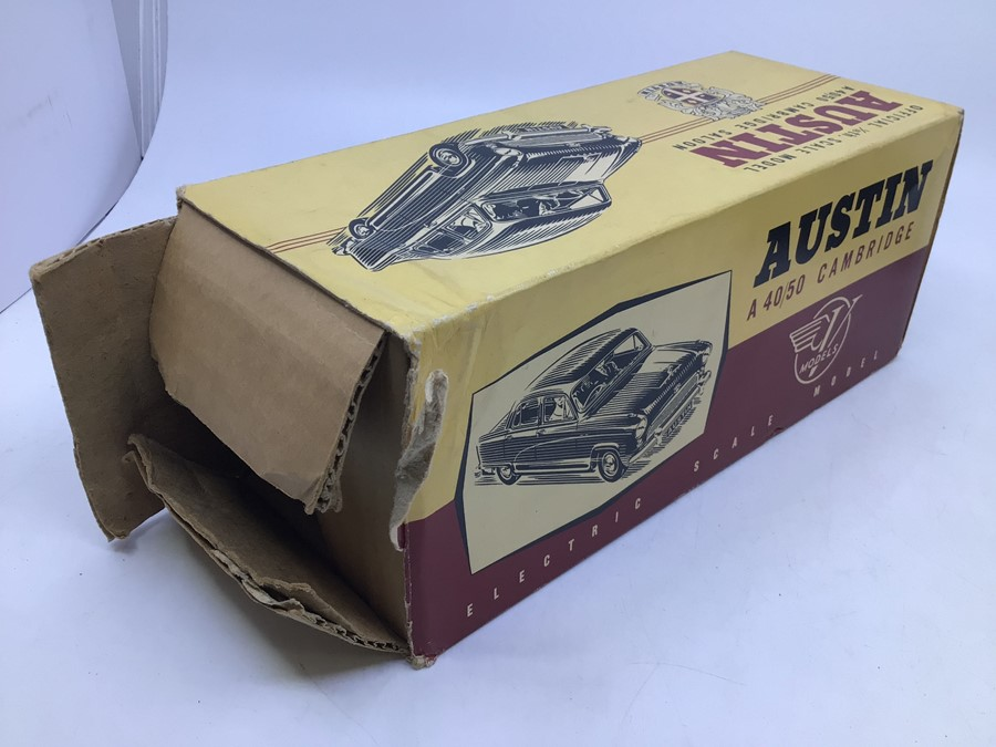 Victory: A boxed Victory Industries, Surrey, battery operated, 1:18 Scale, Austin A40/50 Cambridge - Image 2 of 5