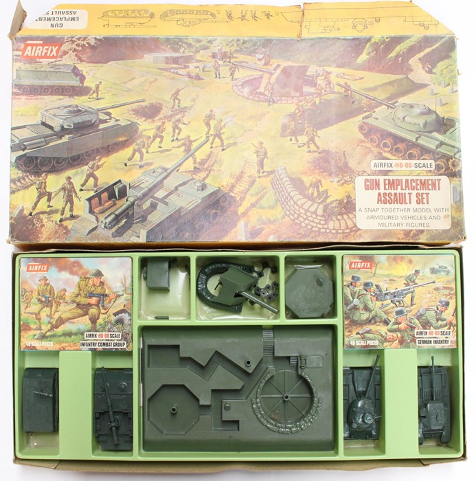 Airfix: A collection of assorted boxed Airfix to include: Coastal Defence, Gun Emplacement, - Image 2 of 2
