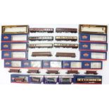 Model Railway: A collection of assorted boxed Bachmann, Dapol and Mainline coaches and rolling