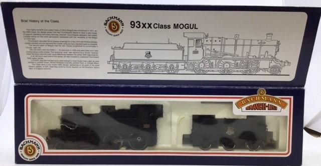 Railway: three 00 gauge Bachmann locomotives: 32-353 Standard class 4MT Tank repainted, 31-826 - Image 2 of 5