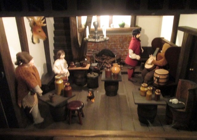Dolls House: A quality Dolls House built by the renowned Robert Stubbs. This model is the three - Image 6 of 7