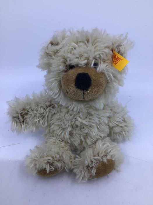 Steiff: A collection of four assorted yellow tag Steiff bears to comprise: 028595; 039775; 012884; - Image 5 of 5