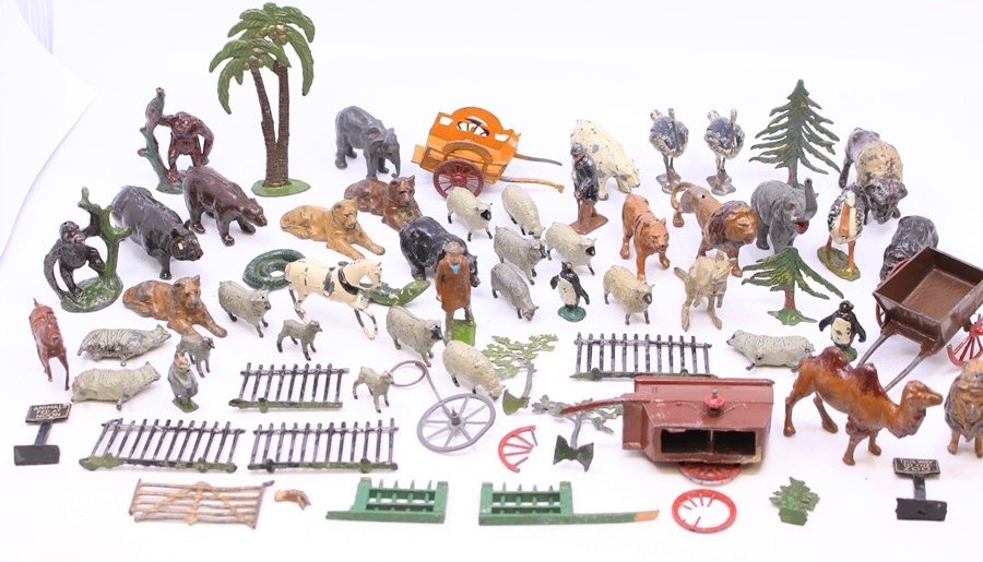 Britains: A collection of assorted loose Britains farm and zoo animals, as well as various
